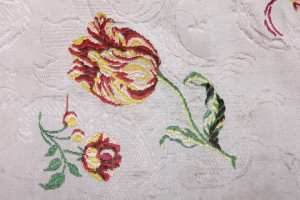 1-detail-of-hand-woven-spitalfields-silk-1743-1745-showing-tulip-motif-1