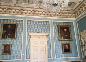Image of fabric on walls - Stowe